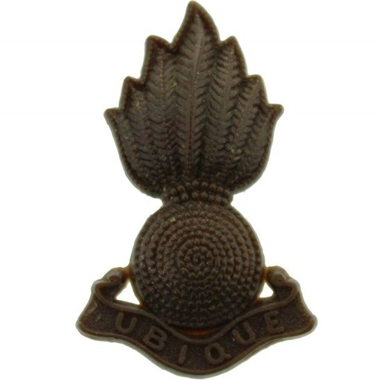 General Service Corps WW2 Royal Artillery Regiment PLASTIC Cap Badge (Cap NOT Collar Badge)
