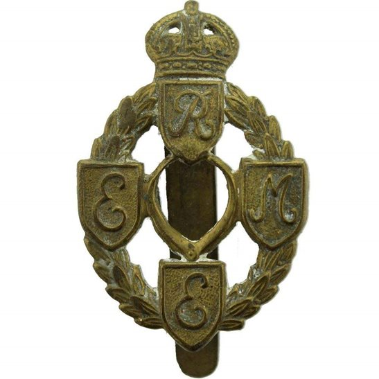WW2 Royal Electrical   Mechanical Engineers REME Cap Badge - FIRST PATTERN d12d7920145c