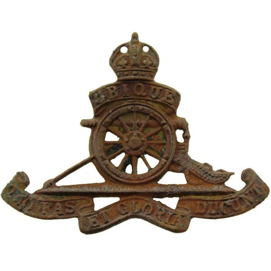 Royal Artillery UK Dug Detecting Find - WW2 Royal Artillery Regiment Relic BERET Cap Badge