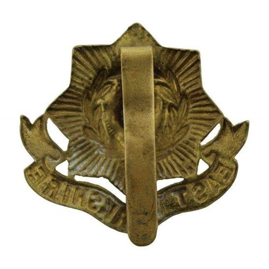 additional image for WW1 East Yorkshire Regiment Cap Badge