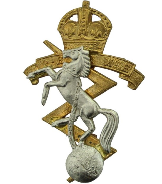 WW2 Royal Electrical & Mechanical Engineers REME Cap Badge