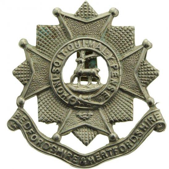 Bedfordshire and Hertfordshire WW2 Bedfordshire and Hertfordshire Regiment Cap Badge - CLIPPED SLIDER