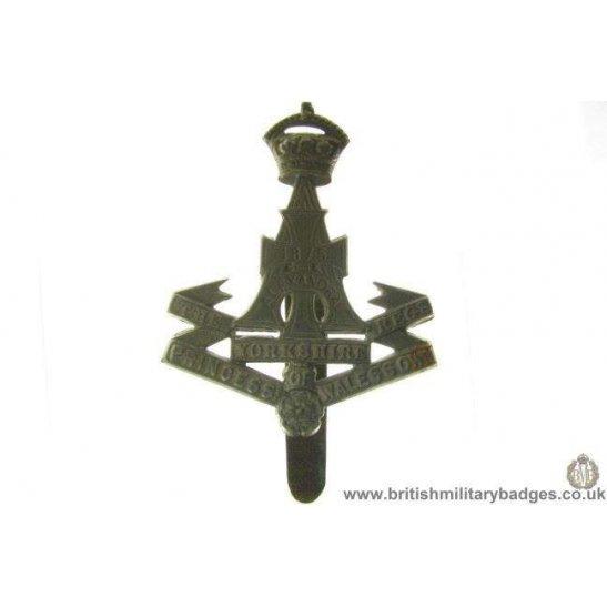 """A1A/79 - The Yorkshire """"Green Howards"""" Regiment Cap Badge"""