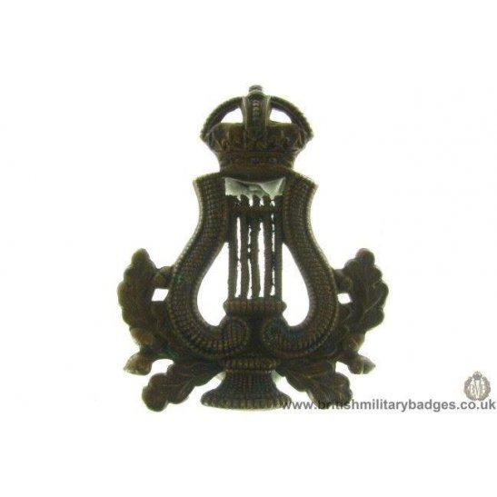 A1E/16 - Musicians / Bandsmen Regiment / Corps Cap Badge