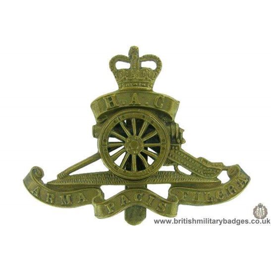 A1F/51 - Honourable Artillery Company MOVING WHEEL Cap Badge QC