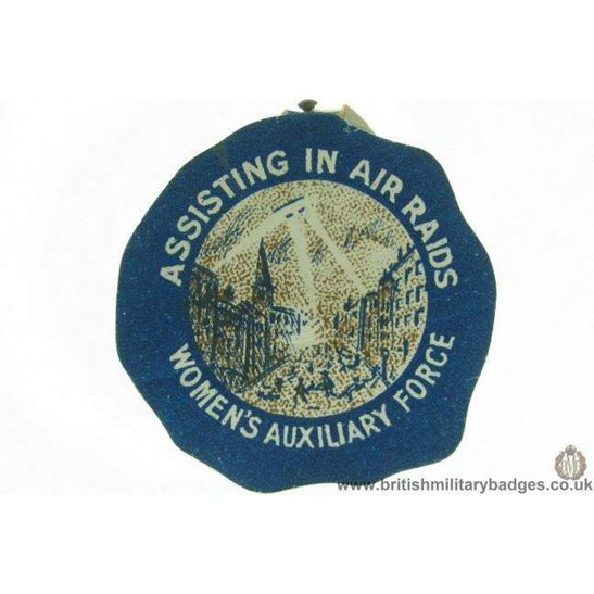 K1B/90 - WW1 Assisting In Air Raids Womens Flag Day Pin Badge