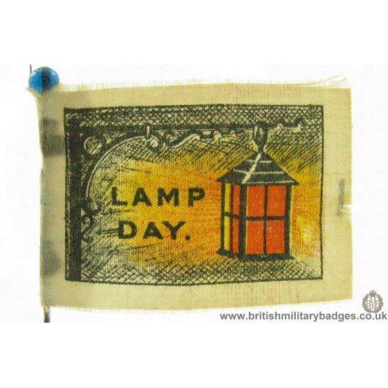 K1C/17 - WW1 Womens Service Lamp Flag Day Fundraising Pin Badge