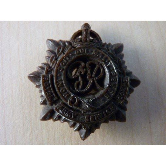 VV09/011 - Royal Army Service Corps Bakelite Cap Badge
