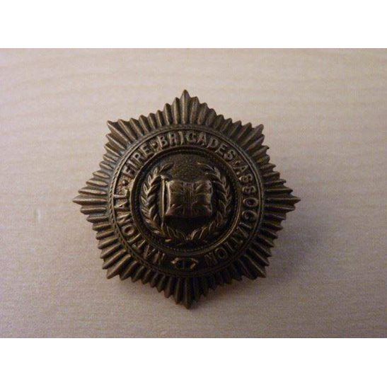 WW09/048 - National Fire Brigades Association Badge