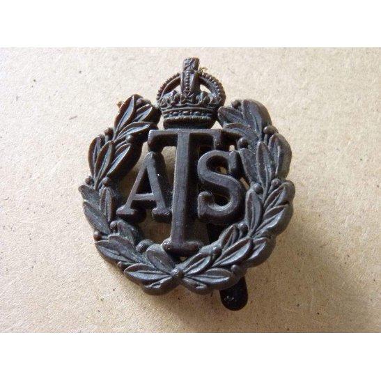 ZA09/009 - Auxiliary Territorial Service Bakelite Cap Badge