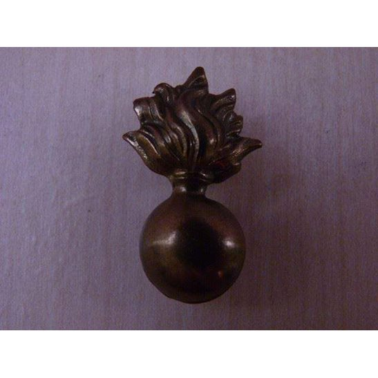 S55/027 - Fusiliers Regiment Collar Badge / Shoulder Title