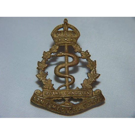 L55/138 - Royal Canadian Army Medical Corps RCAMC Cap Badge