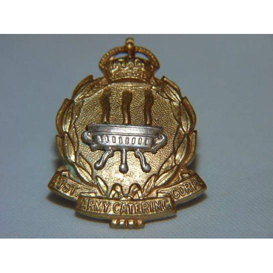 L55/225 - Australian Army Catering Corps AACC Collar Badge