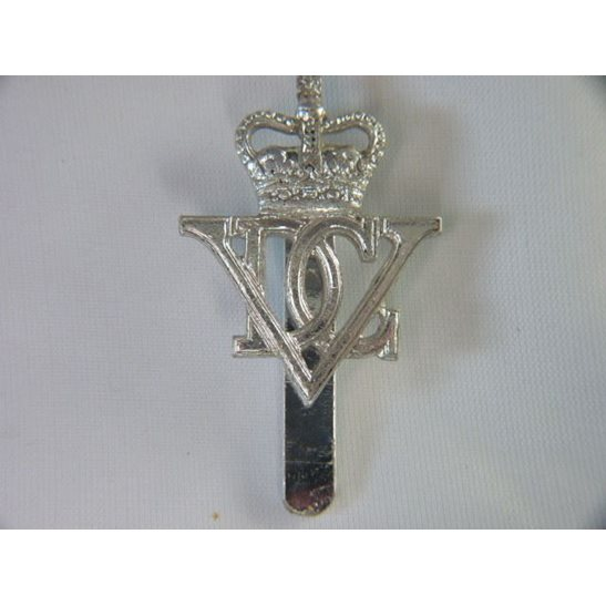 L55/240 - 5th Inniskilling Dragoon Guards Staybright Cap Badge