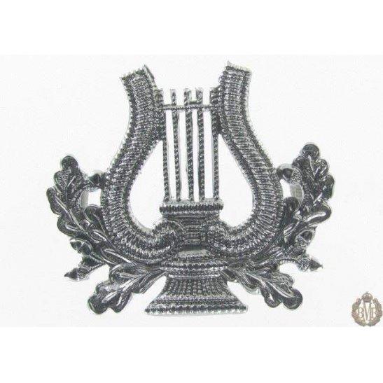 1I/100 - Musicians Bandsmen Regiment Corps White Metal Cap Badge