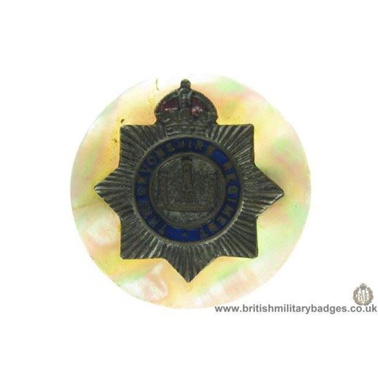 H1A/15: Devonshire Regiment Mother of Pearl Sweetheart Brooch