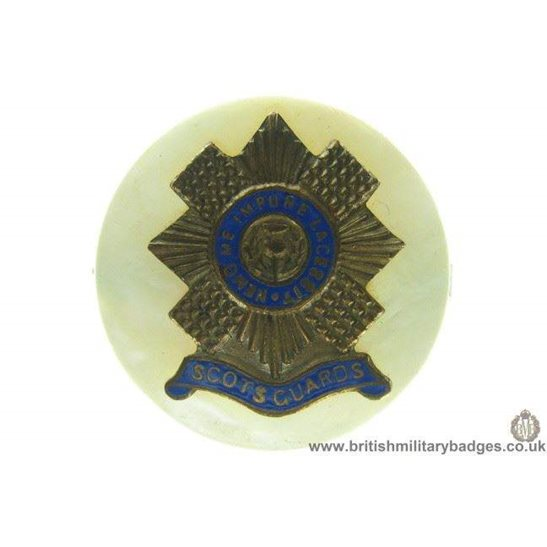 H1A/16: Scots Guards Regiment Mother of Pearl Sweetheart Brooch