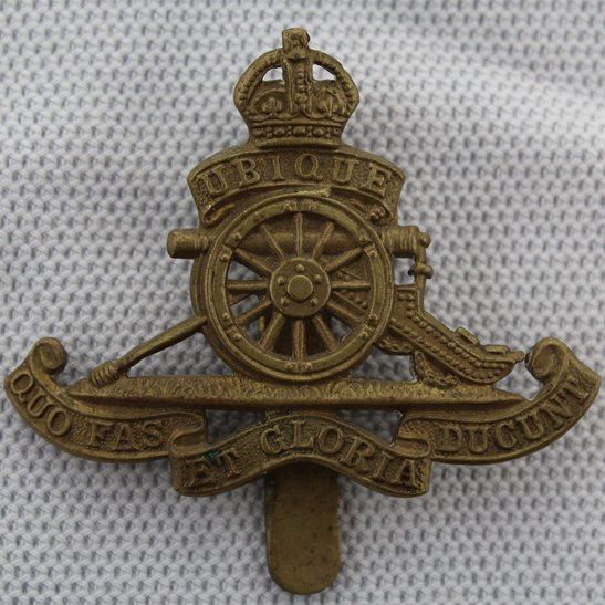 Royal Artillery WW2 Royal Artillery Regiment SMALL Beret Cap Badge - J.R.GAUNT. LONDON Makers Mark