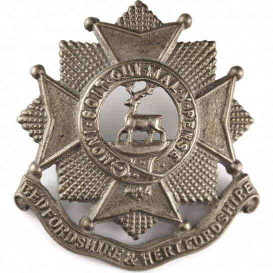 Bedfordshire and Hertfordshire WW2 Bedfordshire and Hertfordshire Regiment Cap Badge - LUGS VERSION