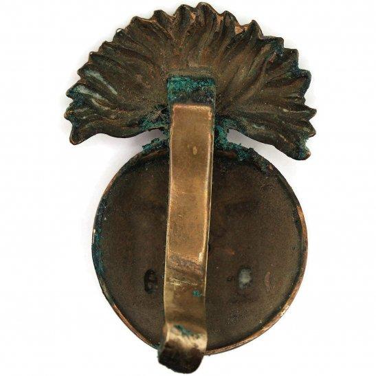 additional image for WW1 Royal Inniskilling Fusiliers Irish Regiment Cap Badge (Flag Left)