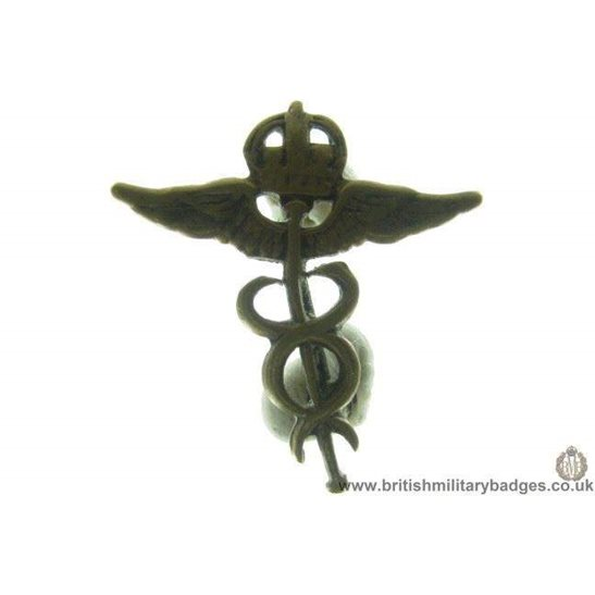 B1B/67 - Royal Air Force Medical Corps Officers RAF Collar Badge