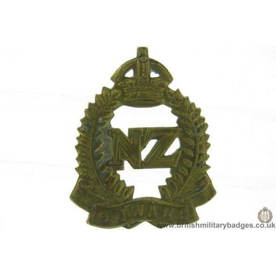 B1C/64 - New Zealand Army Corps / Division Collar Badge