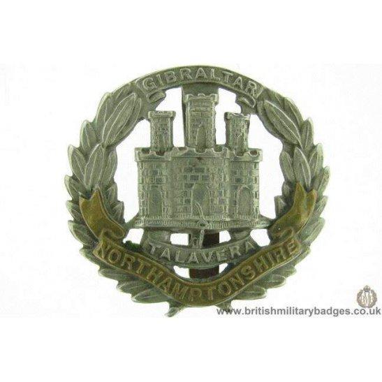 A1E/75 - Northampton / Northamptonshire Regiment Cap Badge