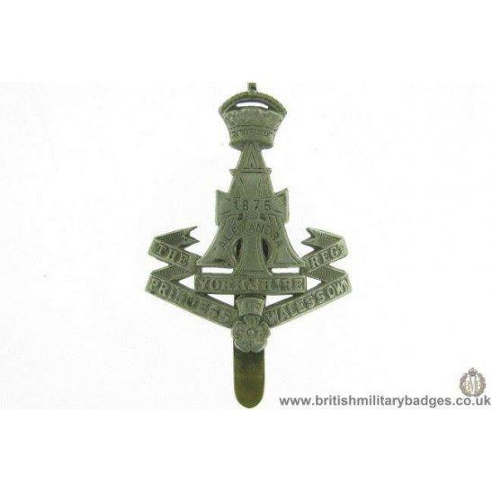 """A1E/93 - The Yorkshire """"Green Howards"""" Regiment Cap Badge"""