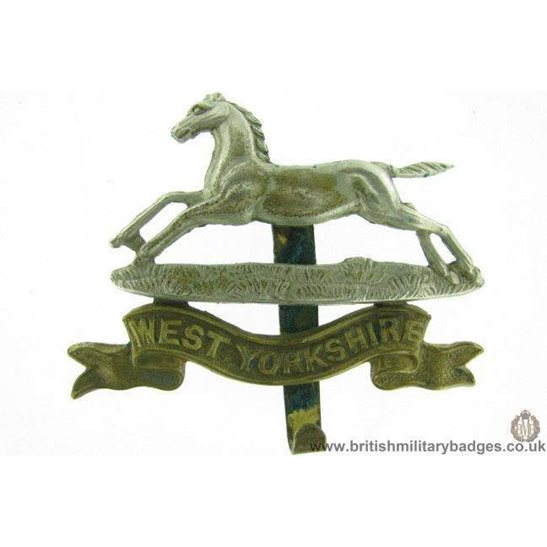 A1F/35 - The West Yorkshire Regiment Cap Badge - W. Yorks