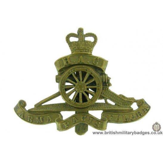 A1F/51 - Honourable Artillery Company MOVING WHEEL Cap Badge QC