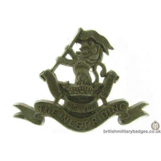 D1A/17 - Duke of Wellington's West Riding Regt PLASTIC Cap Badge