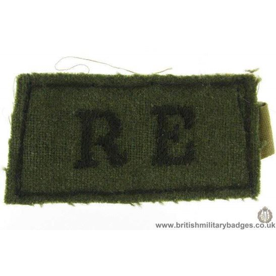 E1B/02 - WW2 Royal Engineers RE Cloth Slip-On Shoulder Title