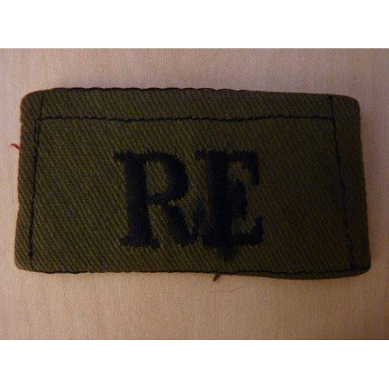 M55/011 - Royal Engineers RE Cloth Shoulder Title