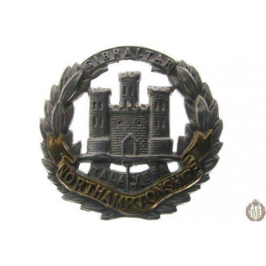 1B/015 - Northamptonshire Regiment Cap Badge - Northampton